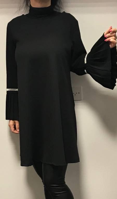 Obleka s širokimi rokavi